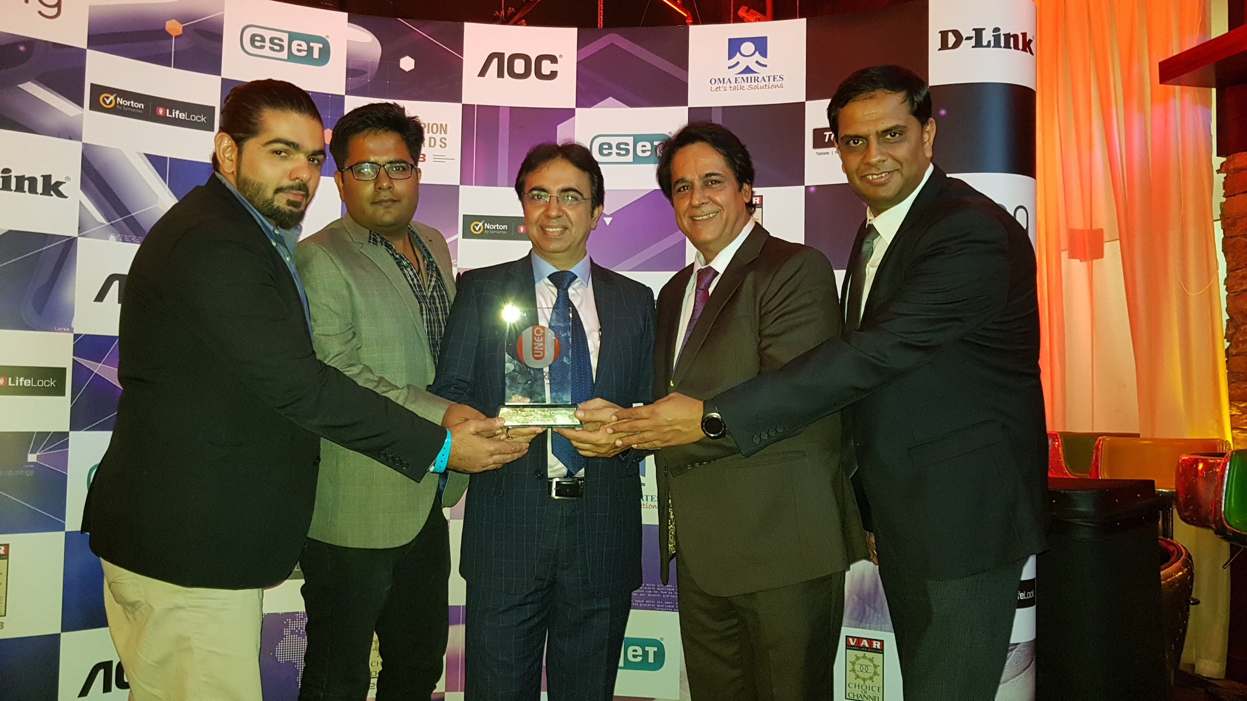 TOUCHMATE won Award for UNEQ Regional Brand of the Year at VAR Choice of Channel 2018